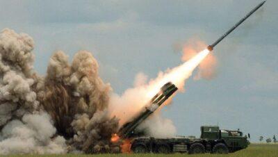 """Les forces armées arméniennes bombardent la ville de Tartare en Azerbaïdjan à l'aide de missiles """" Smerch """""""